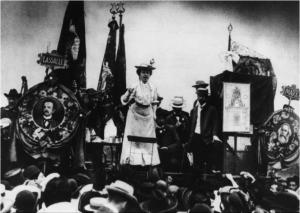 Rosa Luxemburg au congrès de l'Internationale socialiste à Stuttgart en août 1907